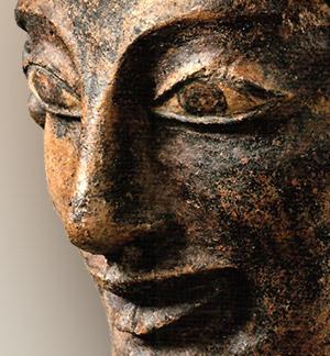 Detalle ampliado de la sonrisa del Apolo de Veyes